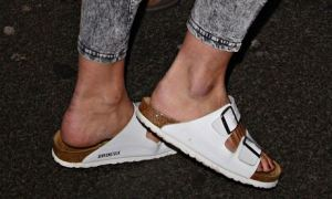 Billie Piper wearing Birkenstocks