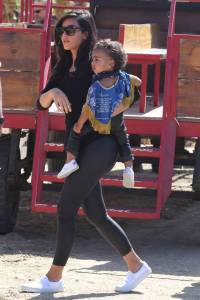 INF - The Kardashians go to the pumpkin patch