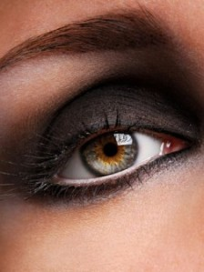 Dark smokey eyes