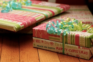 38307-Wrapped-Christmas-Gifts