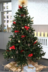 c7025d475702a8e7_PS15_Home_ArtificialChristmasTrees_Pin_Teaser