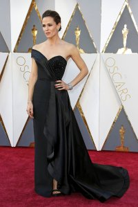 oscars-red-carpet-1865-jennifer-garner-superJumbo-v2