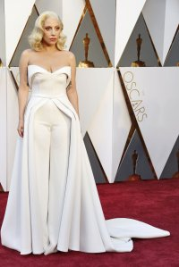 oscars-red-carpet-2353-lady-gaga-superJumbo-v2