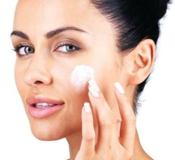 How-to-Apply-Toothpaste-on-Pimples-e1431523441880