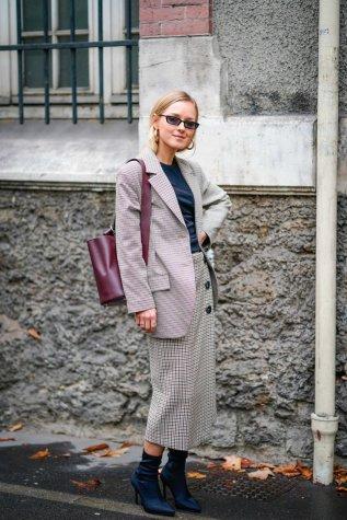Street Style : Paris Fashion Week Womenswear Spring/Summer 2018 : Day Six