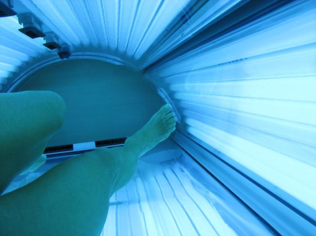 inside_a_tanning_bed_(may_2011)